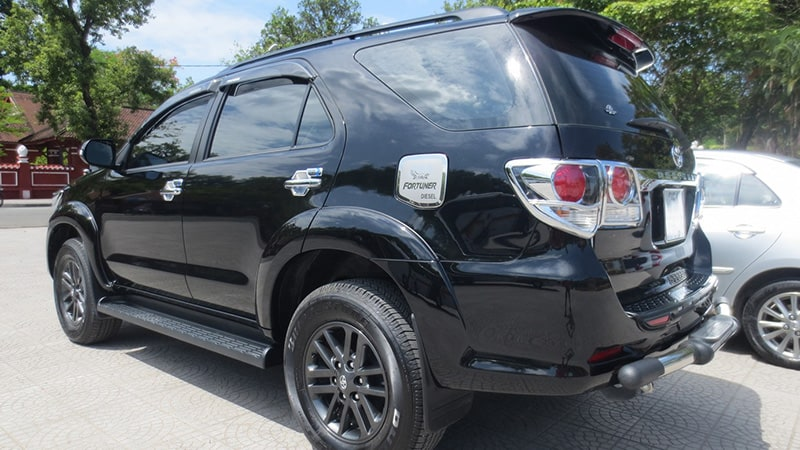 danang-to-hue-by-car-private-driver-fortuner