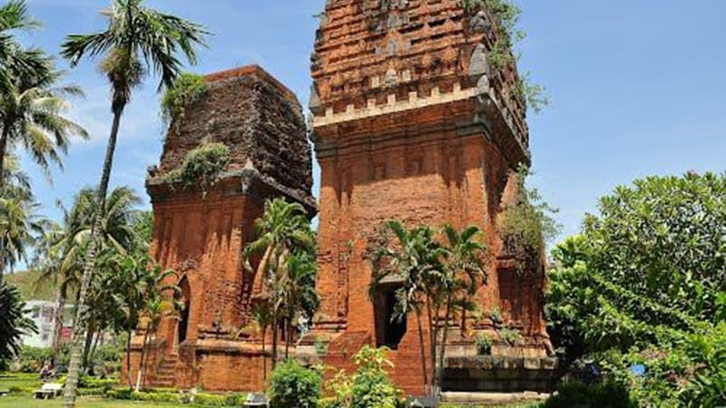 twin-temple- hoi an to nha trang private car