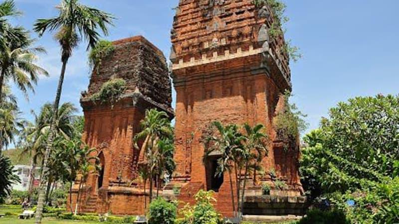 twin-temple- hoi an to nha trang private car