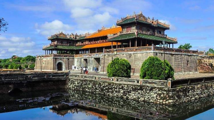 Tien Sa Port to Hue City by Private Car
