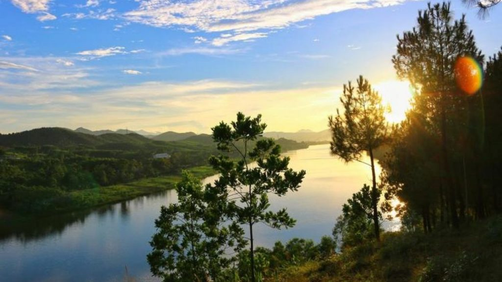 vong canh hills Things To Do in Hue Vietnam